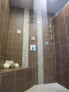 Shower Accent